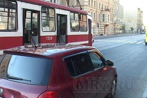 ДТП на Кондратьевском: велосипедист протаранил «Шкоду»: Фото