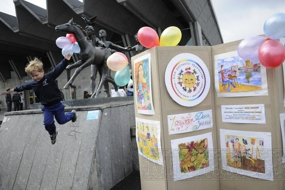 В День знаний у «Пионерской» выступали таланты: Фото