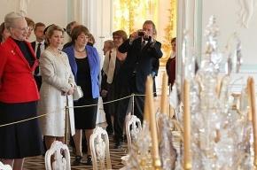 Королева Дании совершает экскурсии по петербургским пригородам
