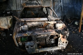 Сегодня ночью сгорели две машины: ВАЗ и Mitsubishi