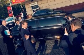 Медведев с пакетом «Макдоналдса» оказался частью арт-проекта