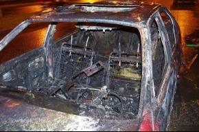 На улице Маршала Блюхера сгорела машина