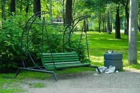 Девушка погибла от тока, сев на скамейку