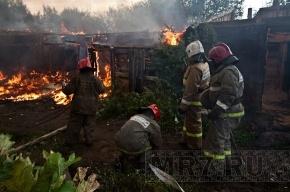 В поселке Бугры горели старые погреба