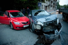 В Приморском районе столкнулись две иномарки