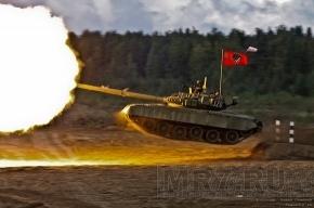 День танкиста в Сертолово: грязь, брызги, форма от Юдашкина и летающий Т-80