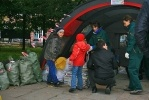 Обладатели вредных батареек сдали их в «экомобиль»: Фоторепортаж