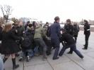 Фоторепортаж: «Анархистов уговорили слезть с мачты «Авроры»»