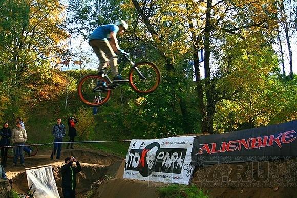 На Поклонной горе соревновались велосипедисты-экстремалы (фоторепортаж): Фото
