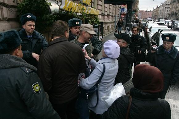 Пикет в защиту профсоюзного лидера закончился задержанием (фото): Фото