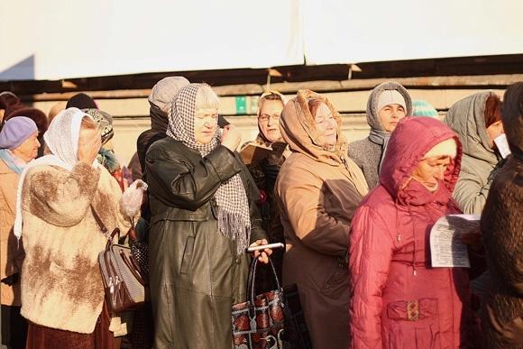 Верующие ночуют на Московском проспекте: Фото