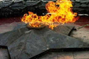 Во Владивостоке вновь горит Вечный огонь