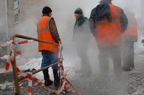 В Калининском районе прорвало трубу с кипятком