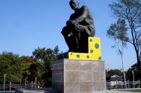 Ленина раскрасили под сыр