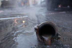 В Невском районе Петербурга двор залило водой