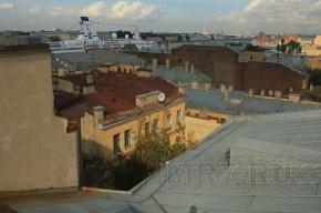 Жилищники не смогли своими силами справиться с крышами на Петроградке