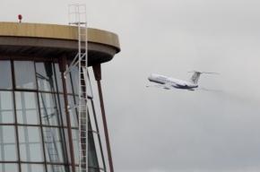 В «Пулково» самолет задел микроавтобус