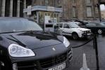 К Казанскому собору не пройти из-за автомобилей: Фоторепортаж