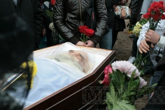 Похороны МС Вспышкина: внучка Вероника плакала и обещала жить, как он учил: Фото
