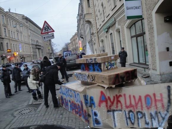 Шесть обманутых дольщиков были задержаны на Невском проспекте: Фото