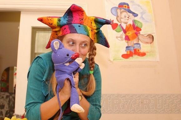 Американские клоуны надели красные носы в питерских больницах: Фото