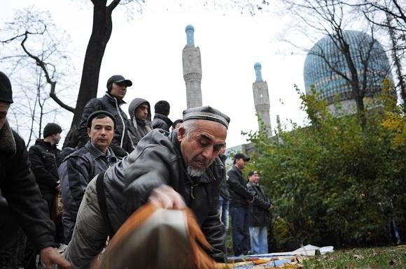 Мусульмане отметили в Петербурге праздник жертвоприношения: фоторепортаж: Фото