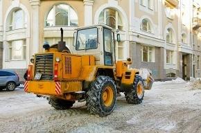 Коммунальщики убирают еще не выпавший снег