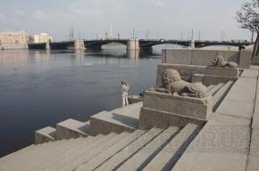 На Биржевом мосту могут провалиться железобетонные плиты