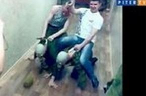 В Кронштадте осуждены деды, катавшиеся верхом на новобранцах