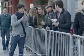 Samsung высмеяла Apple в популярном ролике