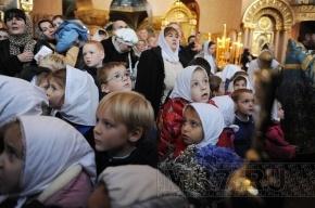 Очередь к поясу Богородицы  в Москве довела паломников до больниц
