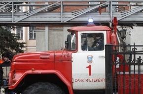 На юге Москвы горит торговый центр