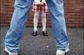 Педофил изнасиловал 9-летних школьниц прямо в классе