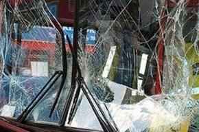 В Китае попал в аварию девятиместный автобус, набитый 62 детьми