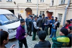 В расселенных домах на Кондратьевском нашли нелегалов