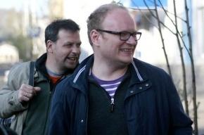 Начались 12-часовые одиночные пикеты в поддержку Олега Кашина