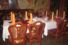 Люди, похожие на скинхедов, разгромили ресторан кавказской кухни