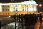 Задержанные на Сенатской площади провели ночь в полиции из-за ошибки в протоколах: Фоторепортаж