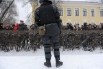 Фоторепортаж: «Митинг на Пионерской площади прошел мирно»