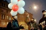 Петербуржцы зажгли у белорусского консульства «свет надежды» (фото): Фоторепортаж