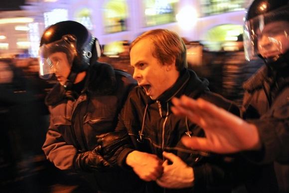 Митинг, начавшийся у Гостиного двора, завершился у площади Восстания: Фото