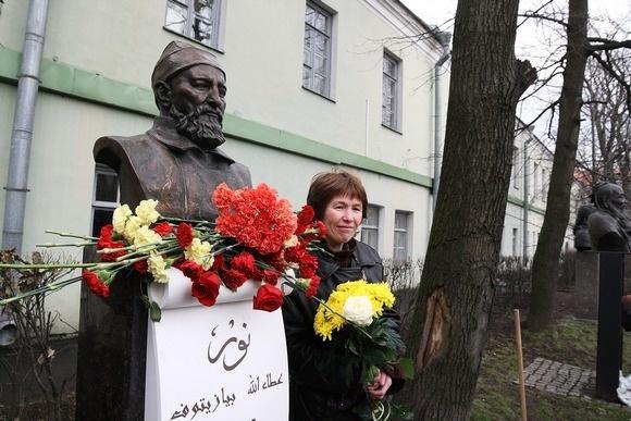 Памятник Атаулле Баязитову открыли в Петербурге: Фото