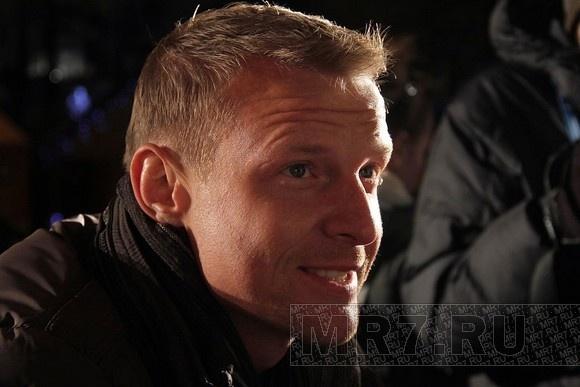 Вратарь Вячеслав Малафеев на Рождественской ярмарке (фоторепортаж): Фото