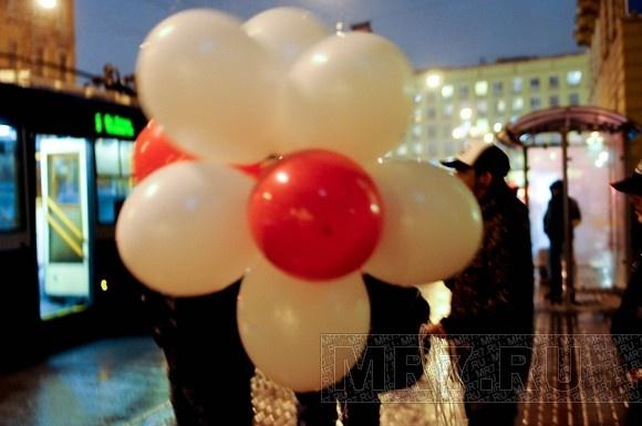 Петербуржцы зажгли у белорусского консульства «свет надежды» (фото): Фото
