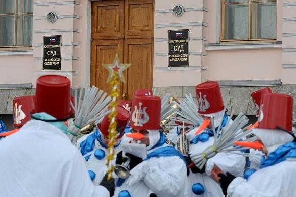 Дед Мороз прибыл в Петербург: Фото