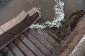 В Петербурге небольшое наводнение (ФОТО)