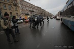 Первые задержанные на Пионерской площади: Миронов просит полицию их освободить