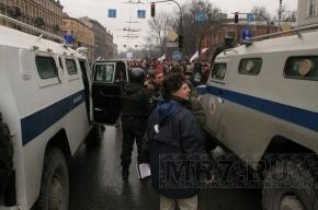 Митинг в Петербурге: тысячи людей идут по Владимирскому проспекту в сторону Пионерской площади