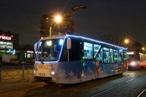В Петербурге появились «новогодние» трамваи
