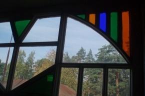 В Комарово продолжают сносить старинные дачи